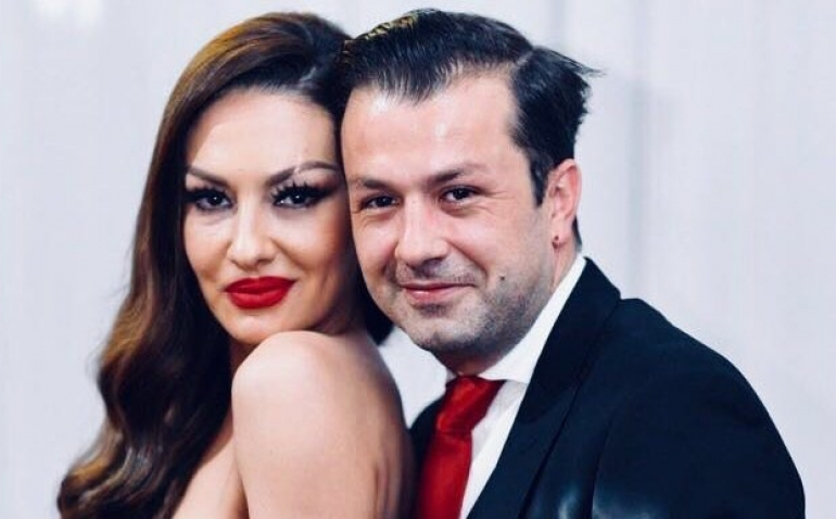 FOTO/Adelina Ismajli merr dhuratën luksoze nga bashkëshorti, por thotë se nuk është materialiste