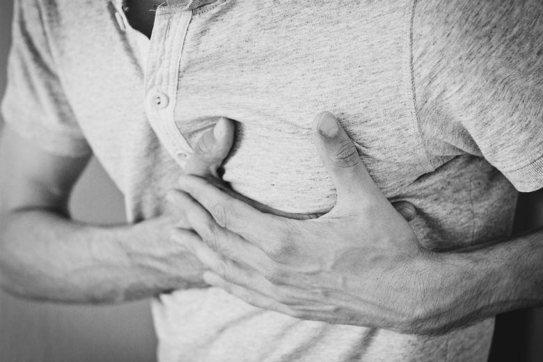 Këto janë 5 arsyet pse mund të keni dhimbje gjoksi