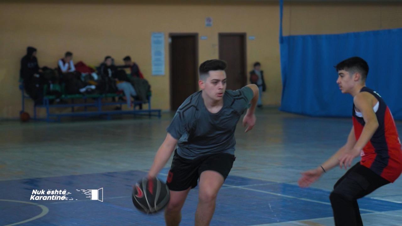 Njihuni me Dimal Golemin, organizatorin 15-vjeçar të basketbollit