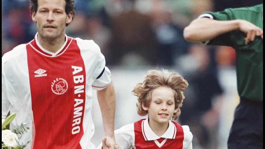 """Zyrtare/ """"Ai qëndron në shtëpi"""", Ajax rinovon me Daley Blind"""