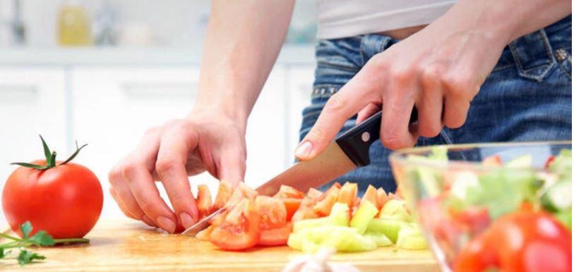 Me këtë lëvizje do të kurseni shumë kripë në ushqimin tuaj