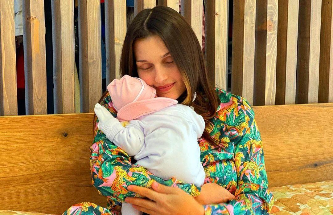 Eliona Pitarka rrëfen ndjesitë e takimit të parë me të bijën