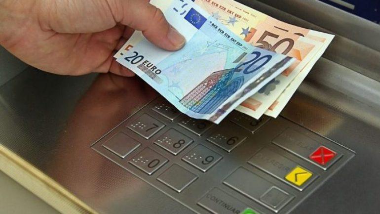 BQE: Shqiptarët rrisin preferencat për të mbajtur euro cash