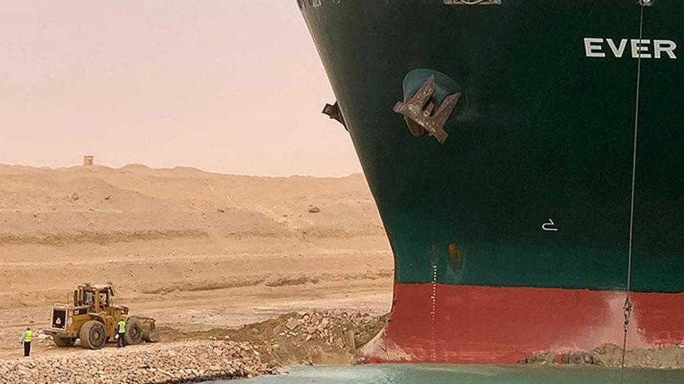 Anija gjigante e mallrave prej tre ditësh e bllokuar në Kanalin e Suezit