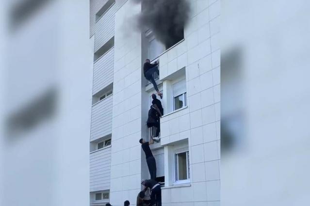 Heronjtë e rinj të Francës,momenti kur disa të rinj shpëtojnë një familje nga zjarri në banesë