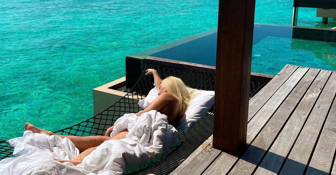 Fjolla Morina me mendje akoma në Maldive, ndan pozat e nxehta