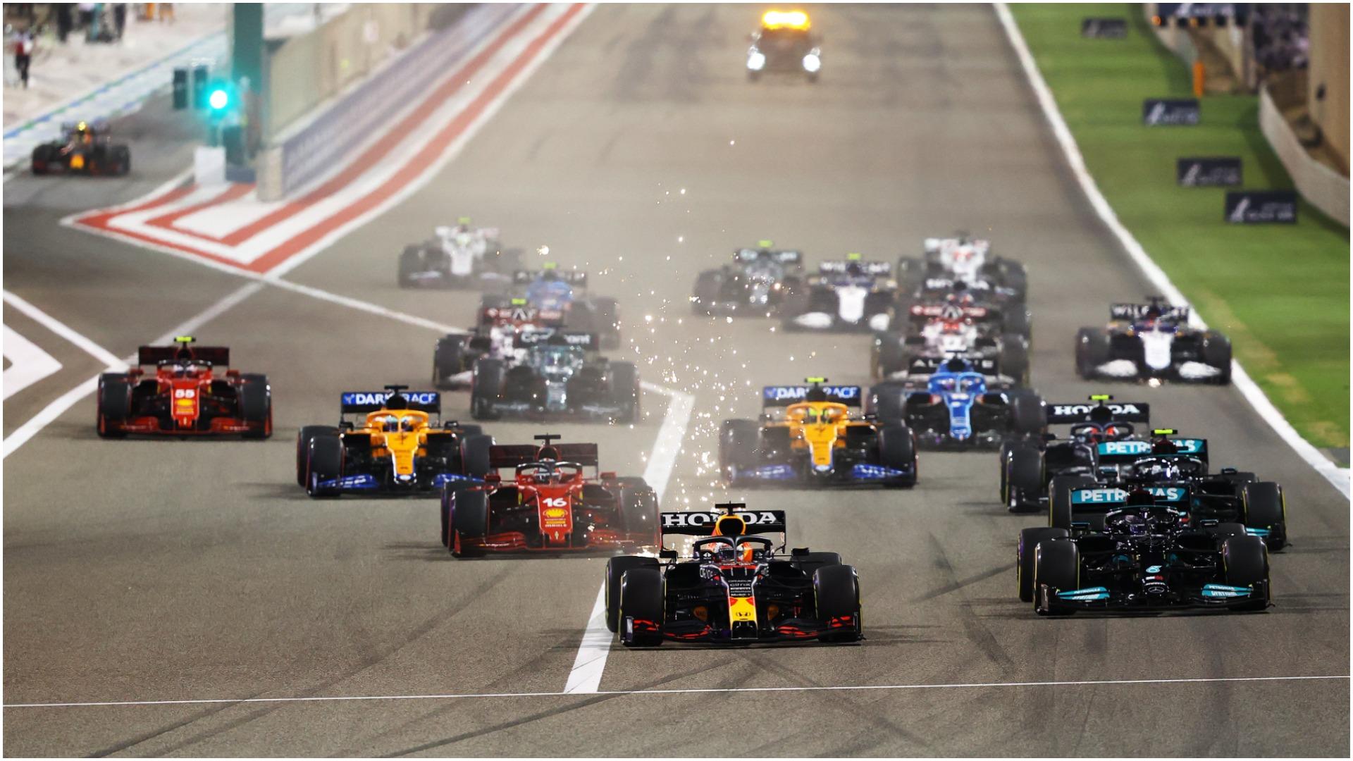 """E njëjta """"melodi"""" në F1, Hamilton fiton në Bahrein. Ferrari """"i plogësht"""""""
