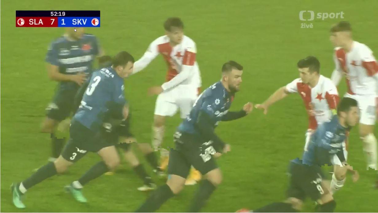 """VIDEO/ E famshmja """"Roza rozina"""" edhe në futboll, shijoni golin më të çuditshëm"""