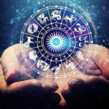 Horoskopi 5 mars, zbuloni çfarë kanë rezervuar yjet sot për ju