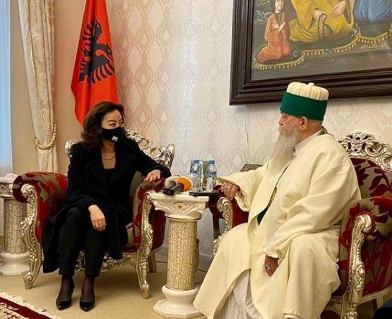 Ambasadorja e SHBA takim me Baba Mondin: Shumë e këndshme të shkëmbenim urime për Novruz