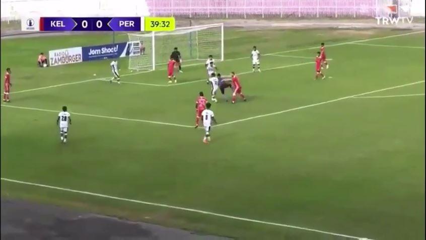 """VIDEO/ """"Flak"""" arbitrin te lojtari kundërshtar, episod i çuditshëm në Azi"""