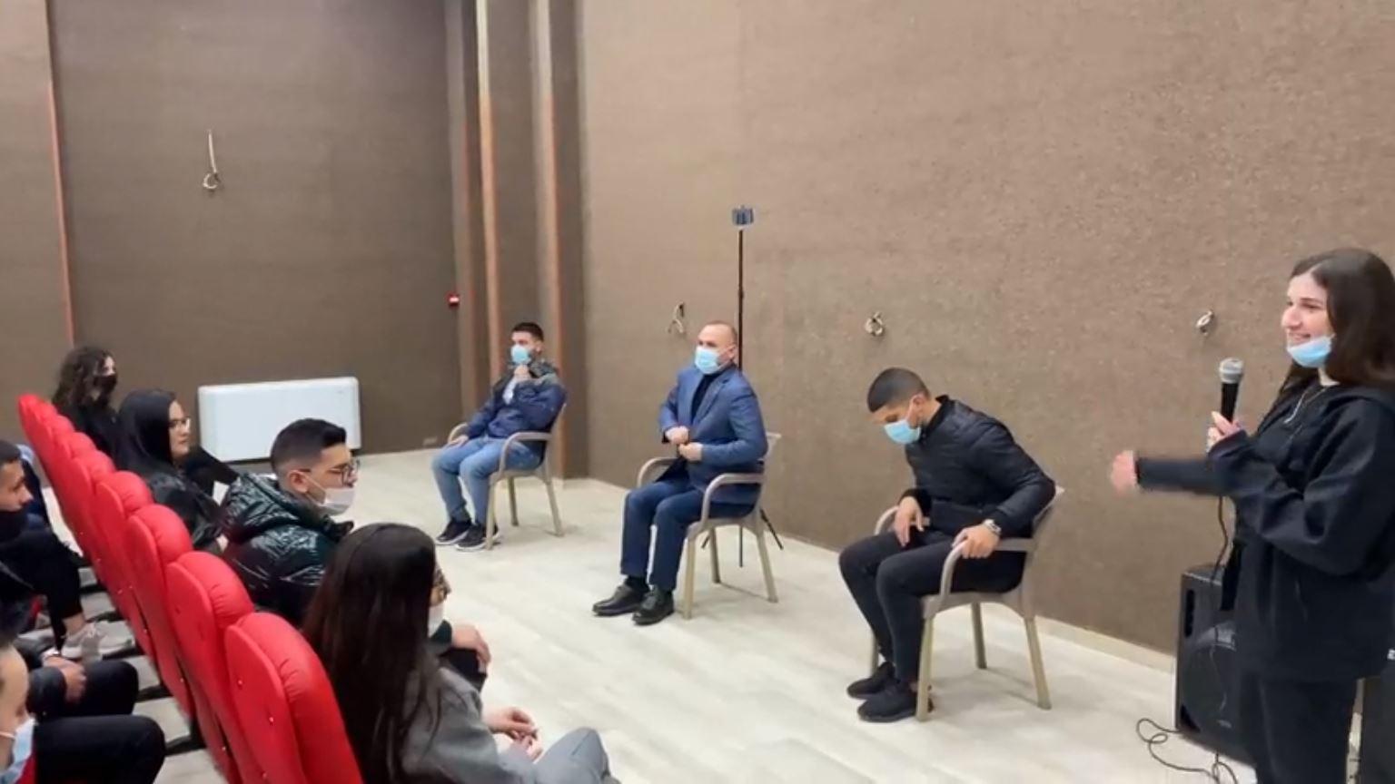 """Socialisti mbledh studentët në kinema, """"Qëndresa"""": Mësimi online, për partinë në takim"""