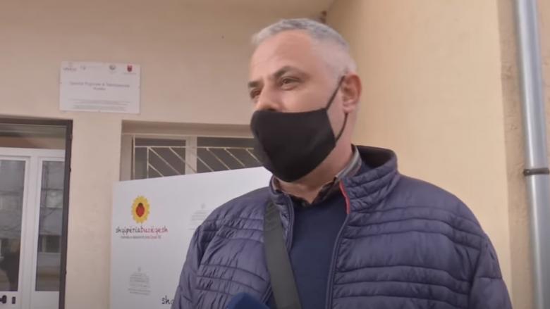 Fushata e vaksinimit në Shqipëri, vaksinohet mjeku i parë nga Kosova në Kukës