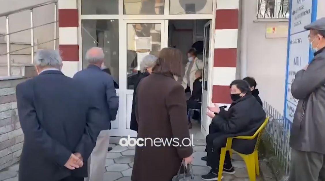 Nis aplikimi i dozave të vaksinës kineze Sinovac në Gjirokastër dhe Sarandë