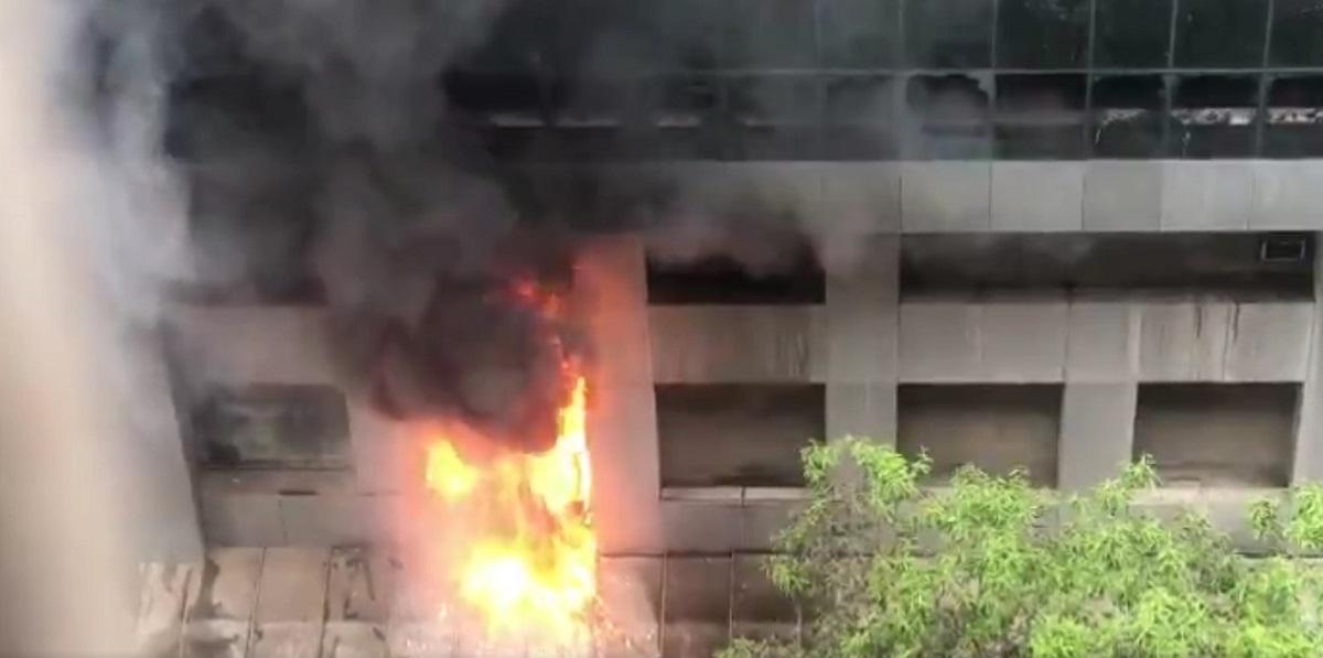 Zjarr në spitalin Covid, të paktën 10 viktima
