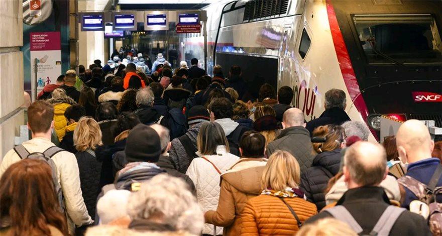 Parisi futet në karantinë, qytetarët largohen masivisht nga kryeqyteti francez