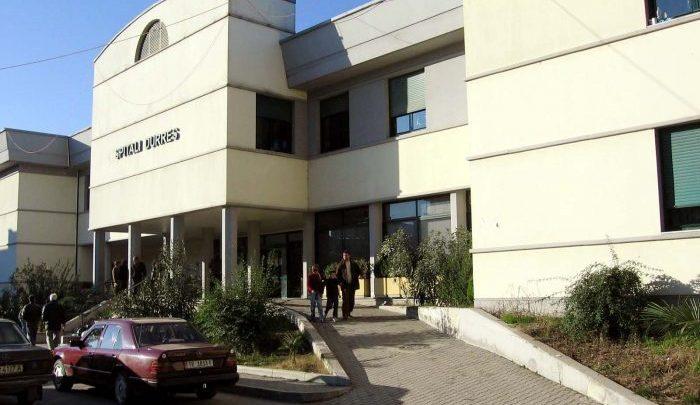 Sherr me thika në spitalin e Durrësit, arrestohet 27-vjeçari, në kërkim një tjetër