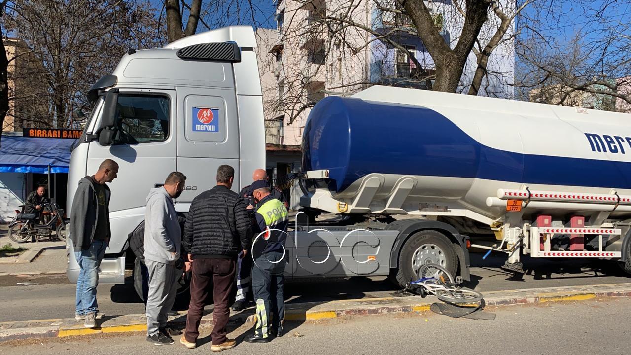 U përplas nga traileri në Elbasan, ndërron jetë 62-vjeçari