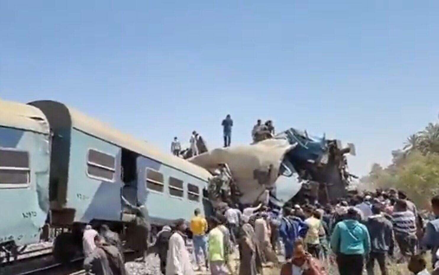 Përplasen trenat në Egjipt, të paktën 32 viktima