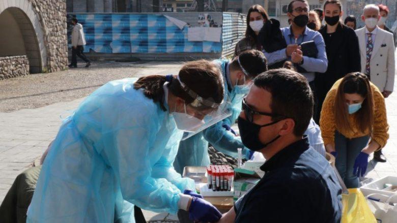 Filipçe: Në prill presim të fillojë vaksinimi masiv i popullatës në Maqedoni