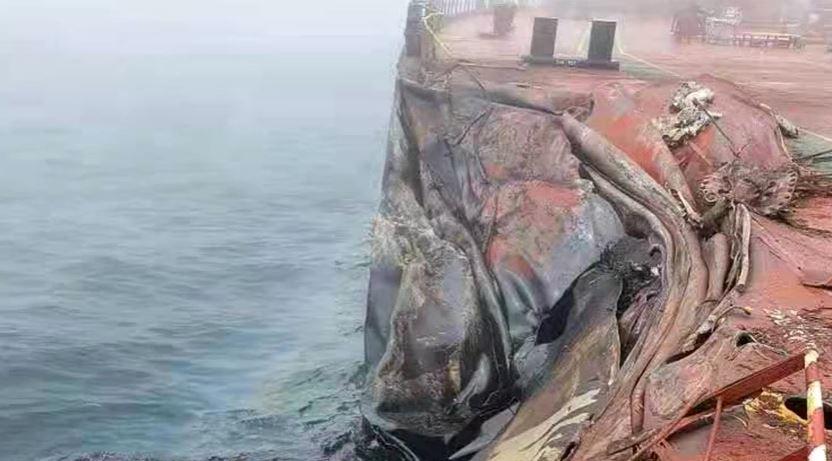 Përplaset cisterna afërportitkinez, nafta derdhet në det