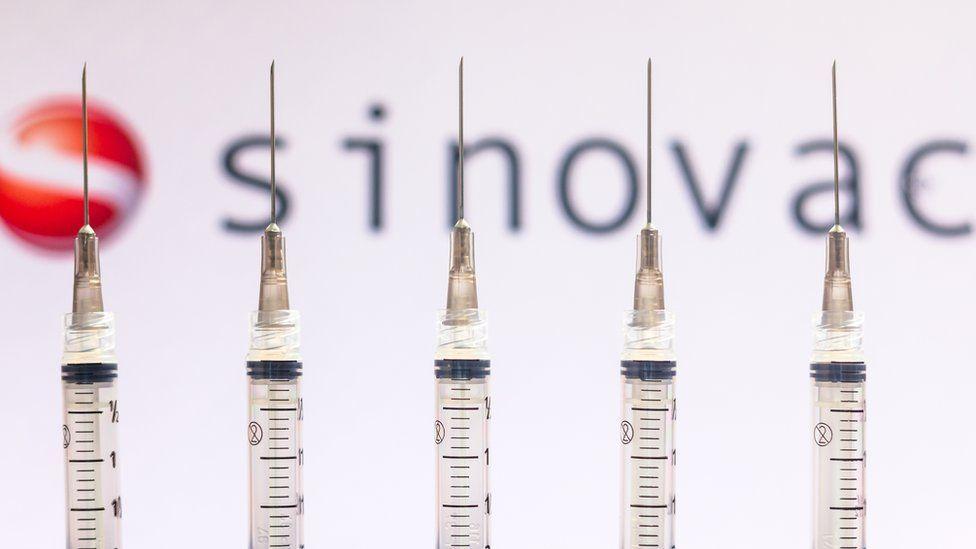 Zyrtari më i lartë kinez pranon se vaksinat kanë një efektshmëri të ulët