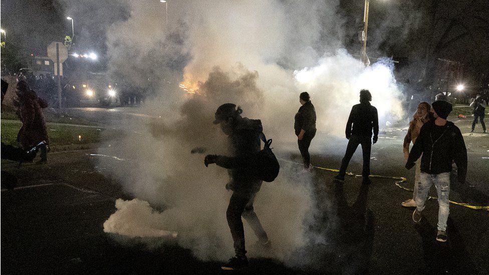 Policia vrau një të riun afrikano-amerikan, protesta  në Minneapolis në SHBA