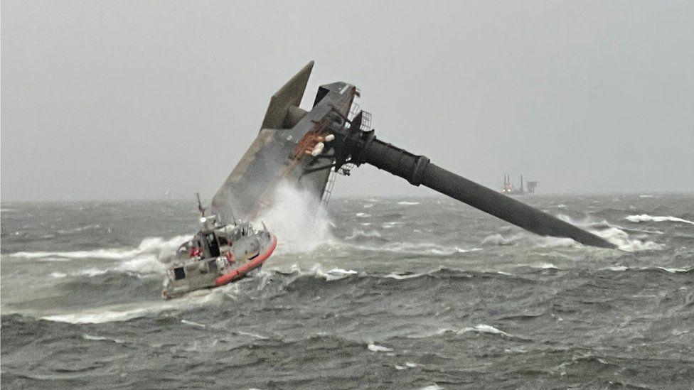 Përmbyset anija në Louisiana, ekipet e shpëtimit në kërkim të të mbijetuarve