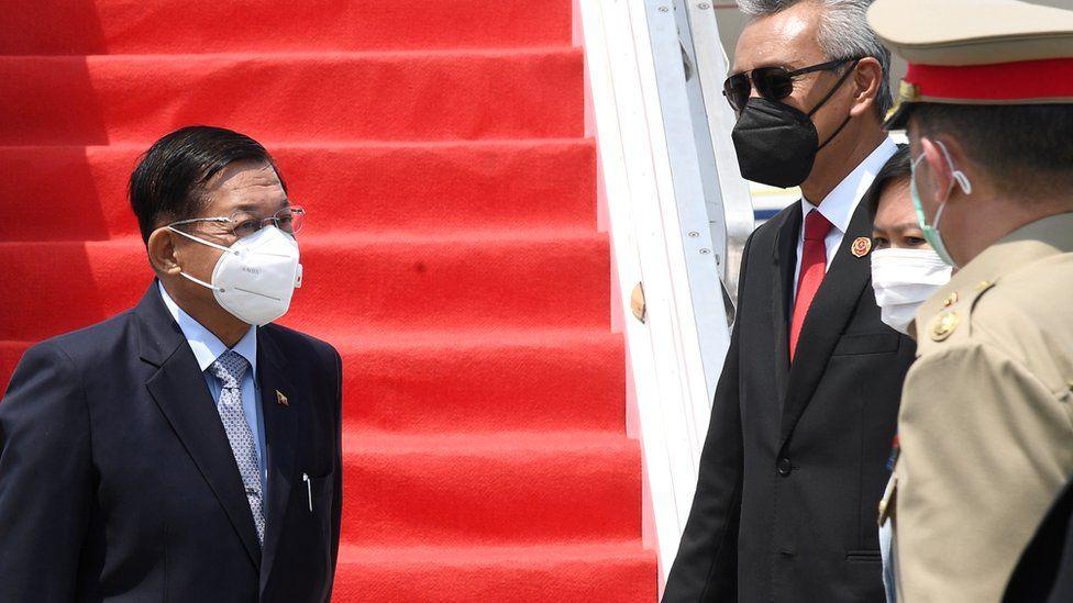 Mori pushtetin me grusht shteti, shefi ushtarak i Mianmar bën udhëtimin e parë jashtë vendit
