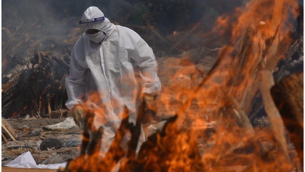 Situata e Covid në Indi, Delhi nuk ka vend as për të djegur trupat e pajetë