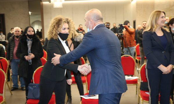 Votoi Osmanin, AAK i kërkon Albena Reshitajt që të dorëzojë mandatin