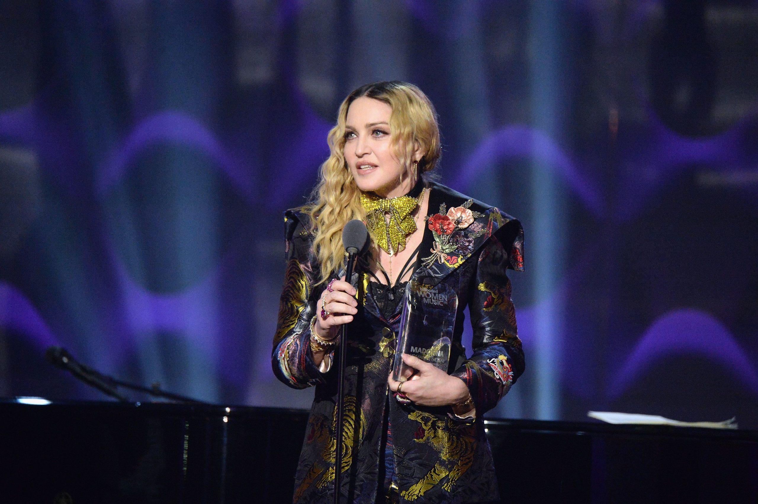 Madonna u bën thirrje amerikanëve: Kontrolli i armëve duhet të jetë vaksina e re
