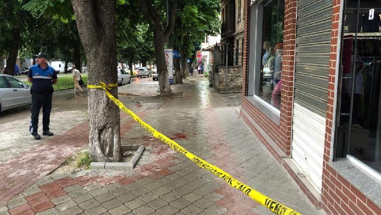 Plagoset me armë zjarri 24 vjeçari në Korçë, në kërkim autori
