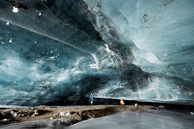 """""""Katedralja e Akullit"""" në Alpet Zvicerane u ofron vizitorëve shfaqje unike"""