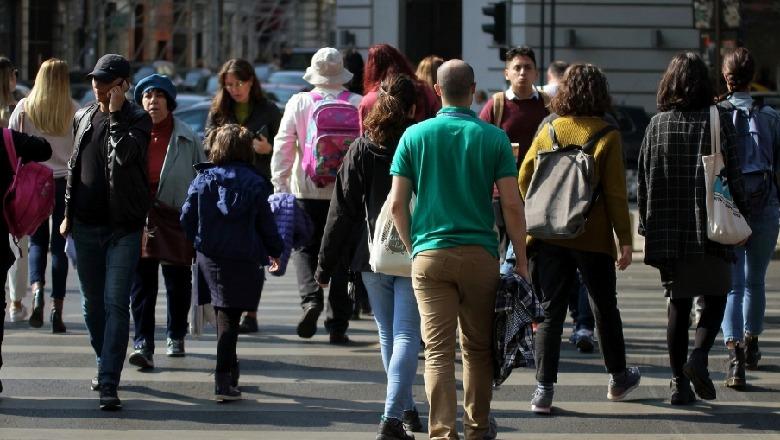 VOA: Papunësia dhe korrupsioni largojnë të rinjtë nga Shqipëria