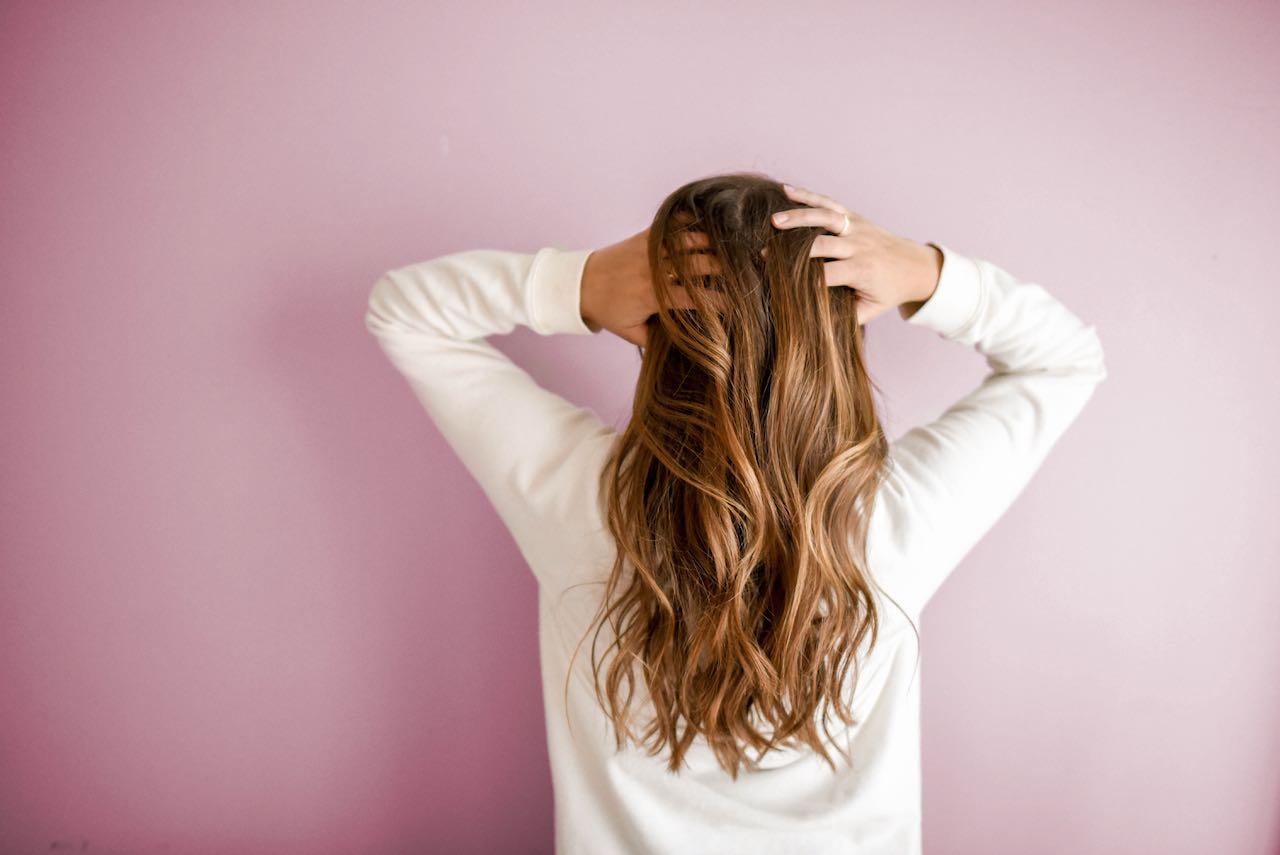 Pse kujdesi i kokës është thelbësor për flokë të shëndetshëm