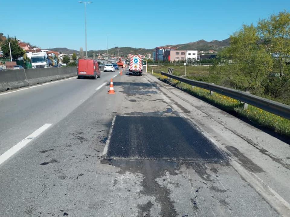 Nis riparimi i autostradës Tiranë-Durrës, ku devijon rruga