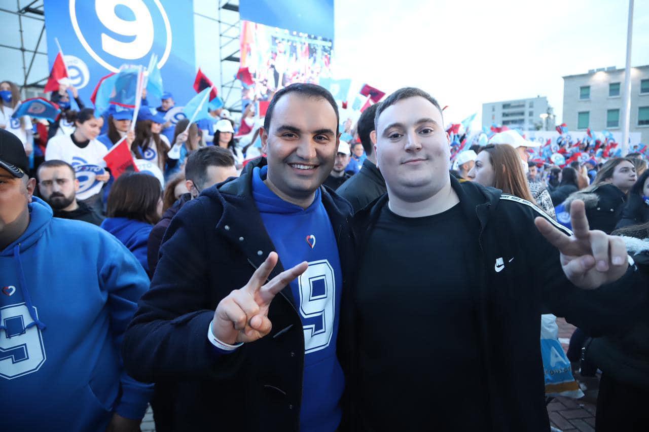 FOTO/ Glauk Olldashi në mbylljen e fushatës së demokratëve, Këlliçi: Krenaria e të ndjerit Sokol