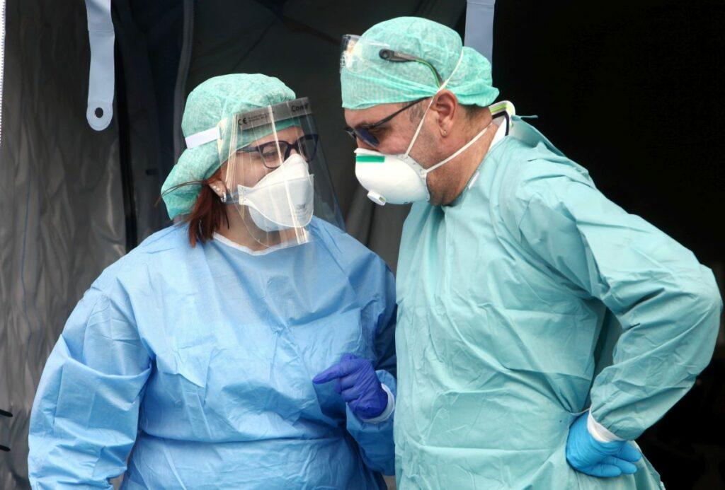Rritet numri i rasteve të reja me Covid në Itali, humbin jetën 331 persona