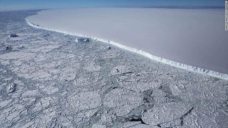 1/3 e akullit në Antarktik rrezikon të shembet si pasojë e ngrohjes globale