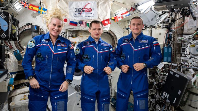 185 ditë në hapësirë, kthehen në Tokë dy kozmonautët rusë dhe astronautja e NASA-s