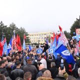 """""""Në Tropojën e Sali Berishës dhe Azem Hajdarit"""", Basha pritet me daulle e brohoritje nga qytetarët"""