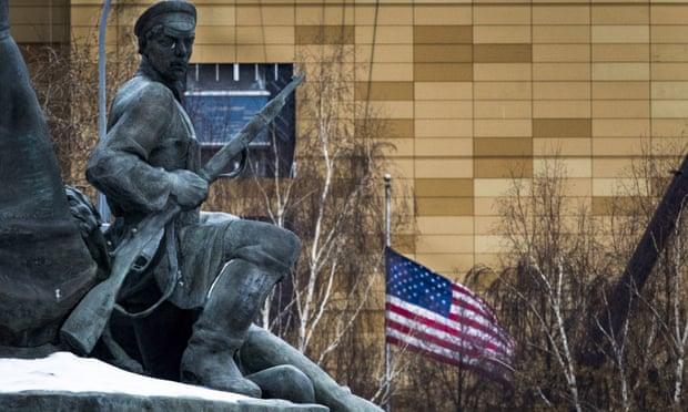 Rusia dëbon 10 diplomatë amerikanë