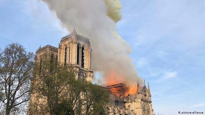 Rindërtimi i vështirë i Notre-Dame de Paris