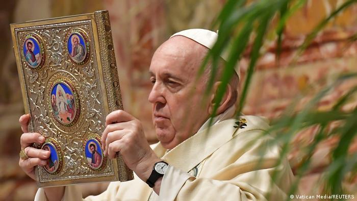 Papa kujton të sëmurët në shtëpitë e përkujdesjes