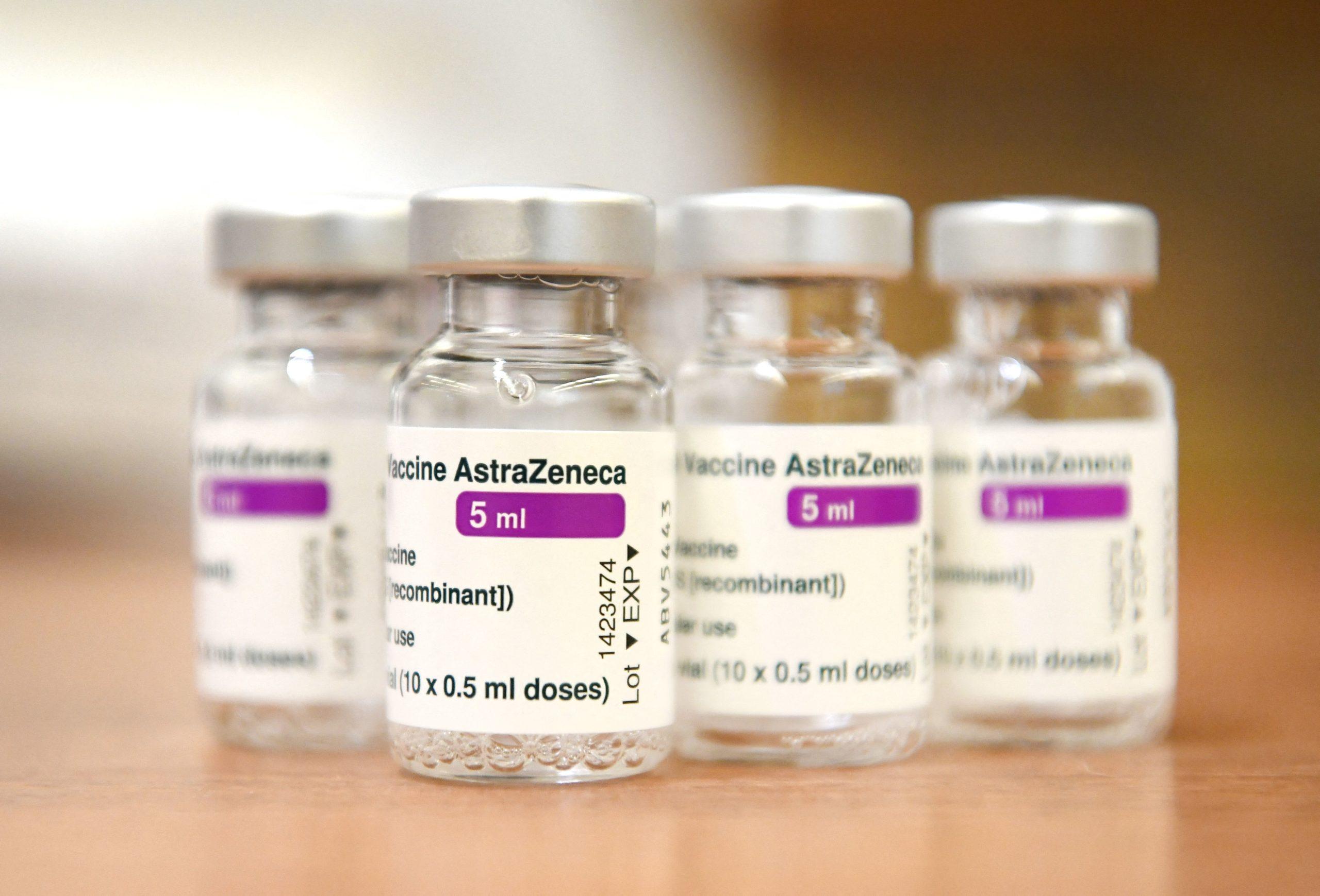 Holanda ndalon përdorimin e AstraZeneca-s tek personat mbi 60 vjeç