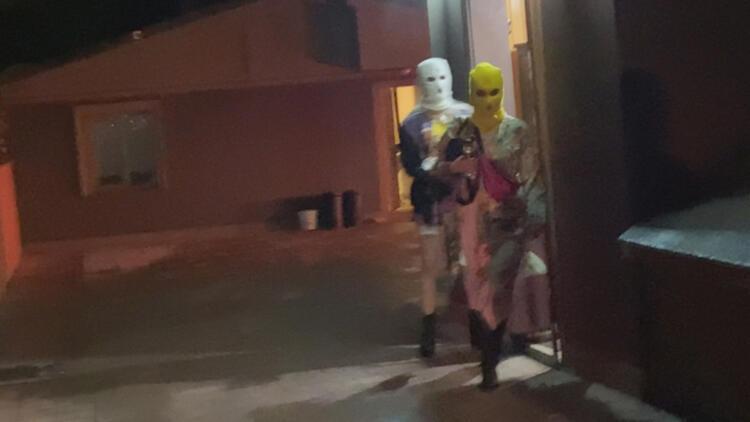 FOTO/ Me maska dhe minifunde, pamje të çuditshme nga Stambolli