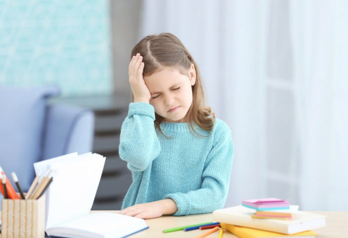 A duhet të shqetësoheni nëse fëmija juaj ka një dhimbje koke?