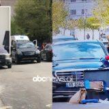 FOTO/ Vrasja në Elbasan, policia hap makinën e zezë, çfarë u gjet brenda saj