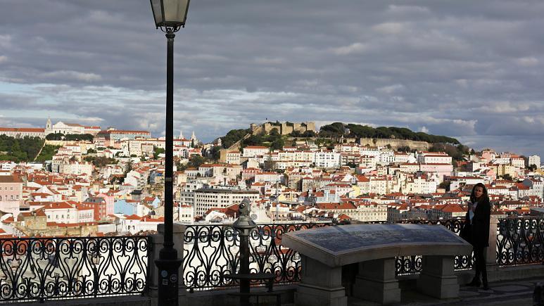 Portugalia lehtëson masat, rihap kufijtë me Spanjën